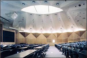 大講義室内部(約300名収容)
